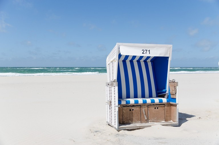 beach-chair-1587066_960_720