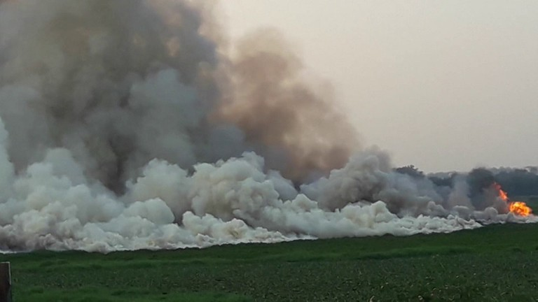 Bellandur lake fire | © Sathisha K / YouTube | https://www.youtube.com/watch?v=CLSGiMJdiUQ