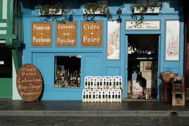 Cider_seller_in_the_harbour_in_Honfleur