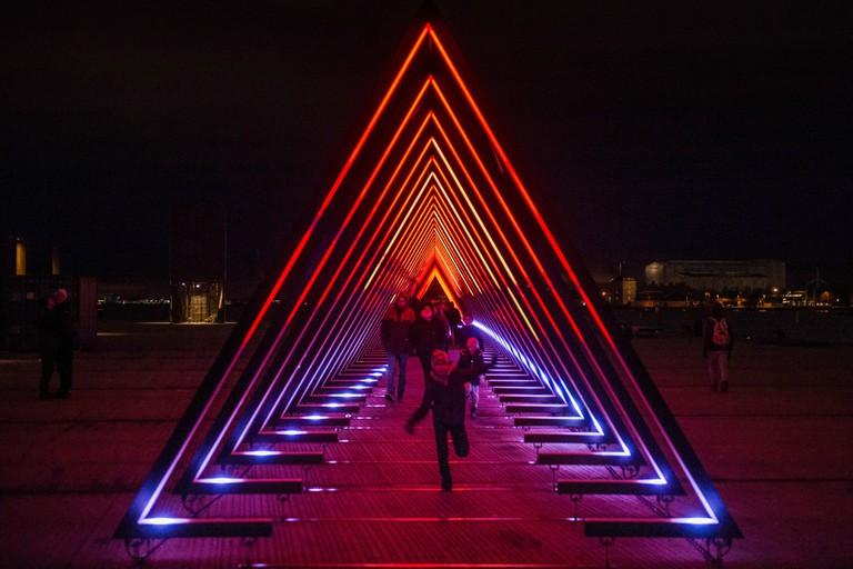 the wave ofelia plads installation