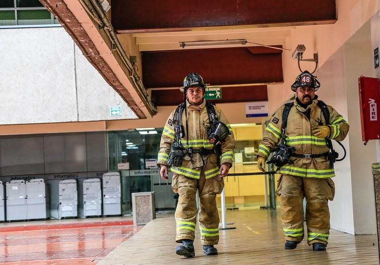 https://pixabay.com/en/fire-fireman-tijuana-firefighter-2770120/