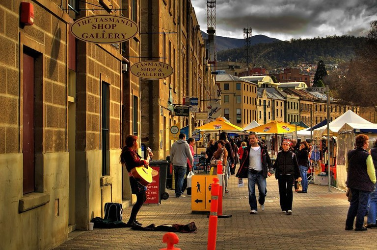 Hobart's Salamanca Markets © Jes / Wikimedia Commons