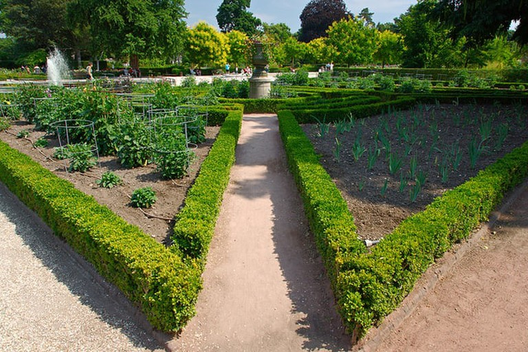 The lush green gardens of Rouen's Jardin des Plantes