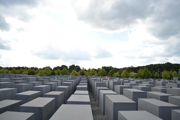 memorial-937396_960_720