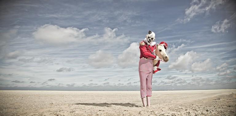 MM_clown_horse_far_longpano
