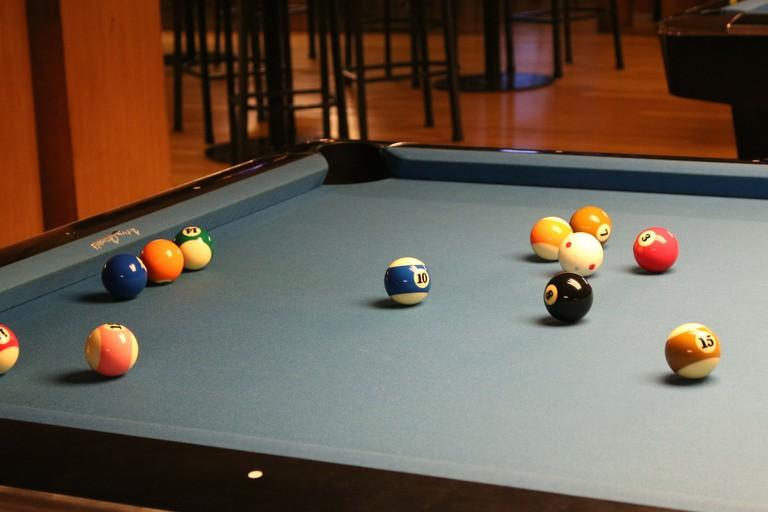 pool-216416_1920