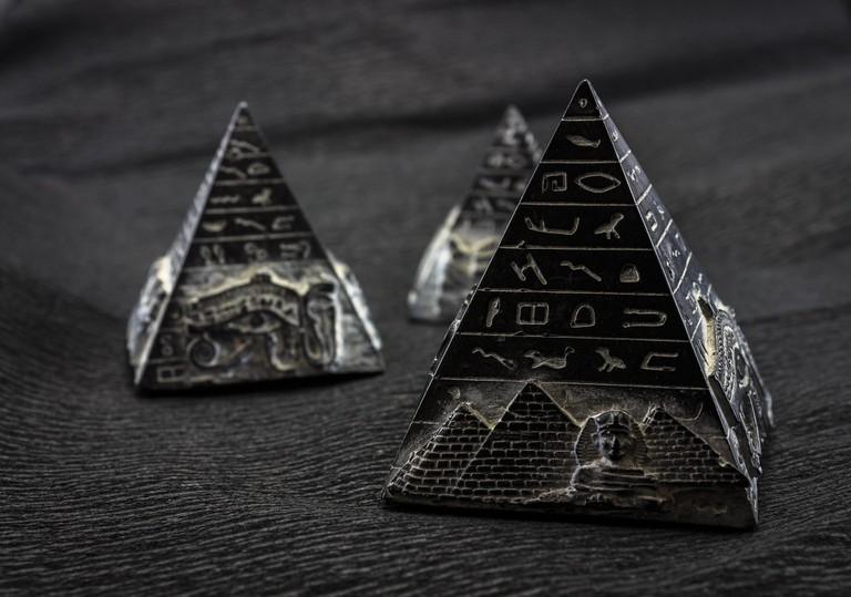 Mini pyramid complex