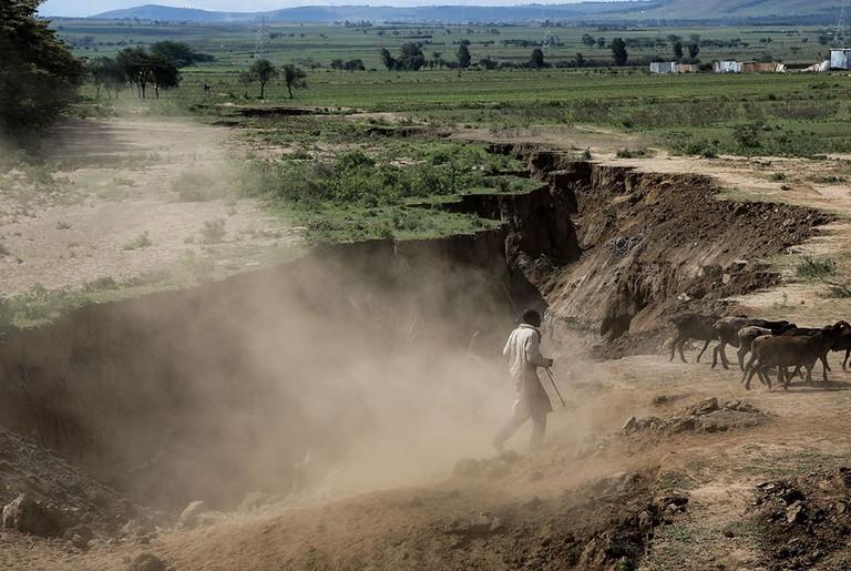 Huge cracks develop along Kenya's Rift Valley town of Mai Mahiu - 06 Apr 2018