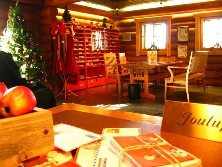 Rovaniemi-santa's-post-office