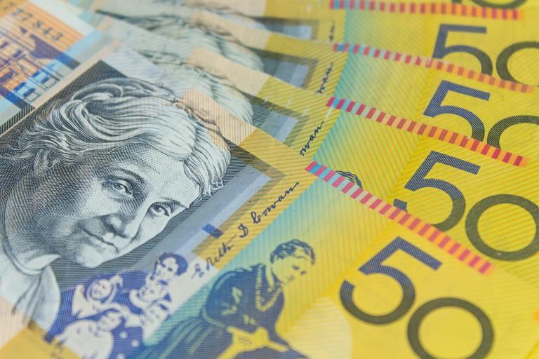 Australia $50 banknotes © small1 / Shutterstock