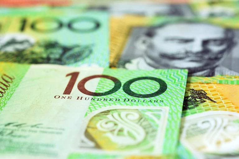 Australian $100 banknotes © Atstock Productions / Shutterstock