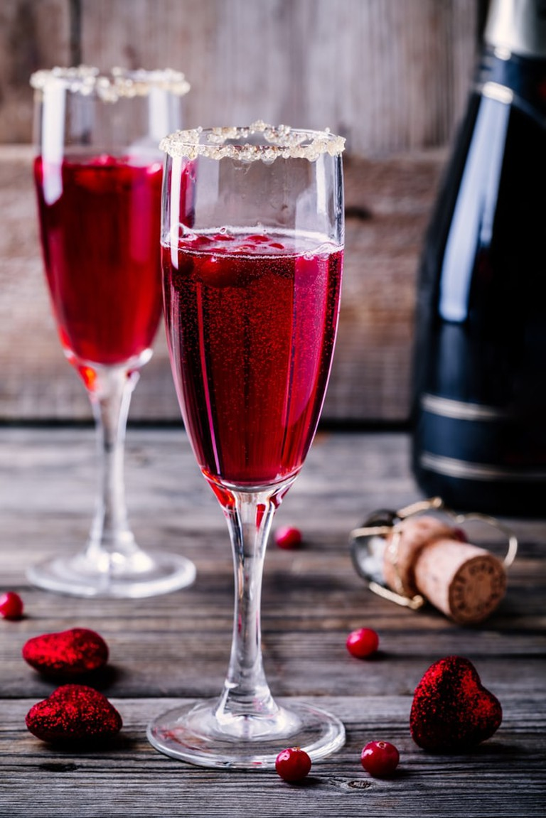 Cocktail with sparkling wine and cranberry