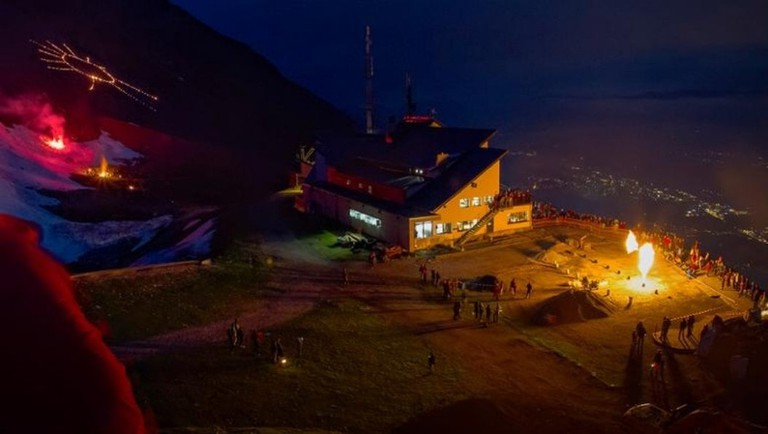 summer-solstice-fires-at-the-seegrube-cable-car-station-above-innsbruck