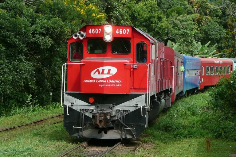 train-1234096_1920