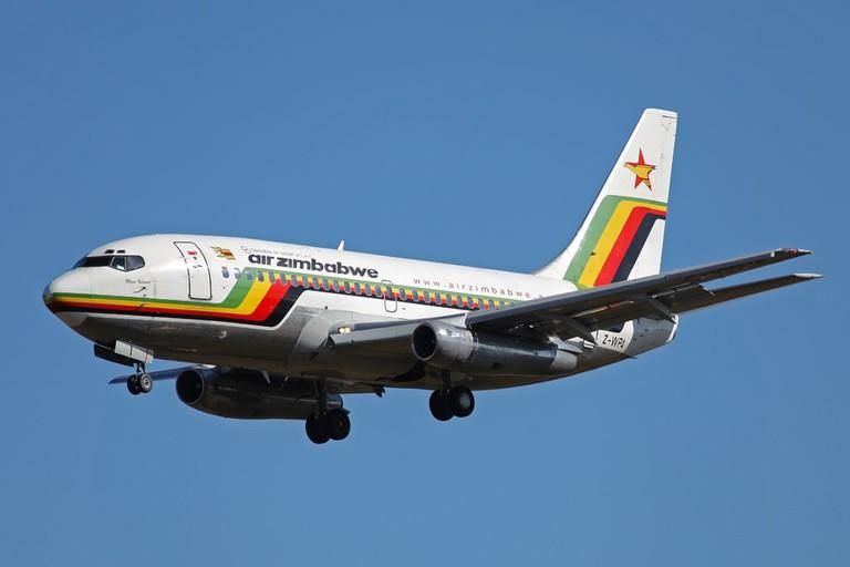 Z-WPA_B737-200_Air_Zimbabwe_(4319672466)