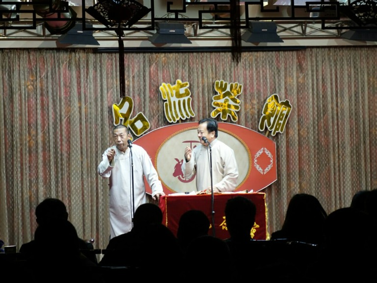 A cross talk performance in Tianjin's Mingliu Teahouse