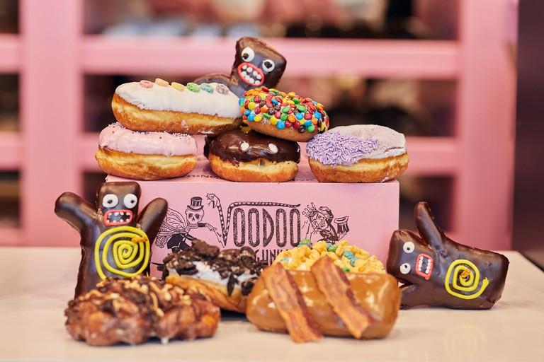 18-32094 CW18 Voodoo Doughnut First LookInteriorsDoughnutsDonutinteriorssignagefood CityWalk CW