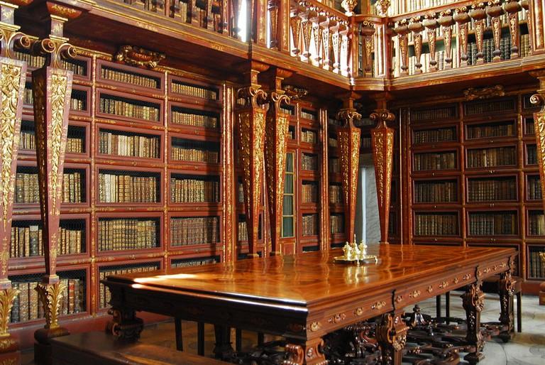 1024px-Biblioteca_Joanina