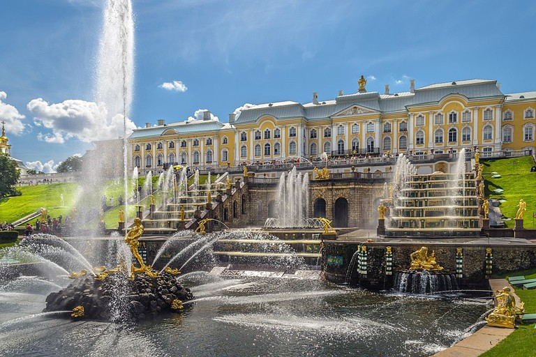 1024px-Grand_Cascade_in_Peterhof_01