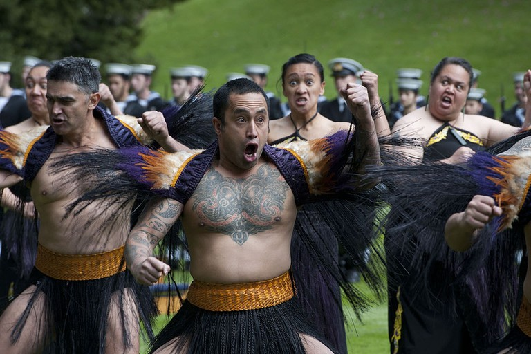 1024px-Haka_performed_during_US_Defense_Secretary's_visit_to_New_Zealand_(1)