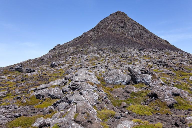 1024px-Montanha_do_Pico_Piquinho