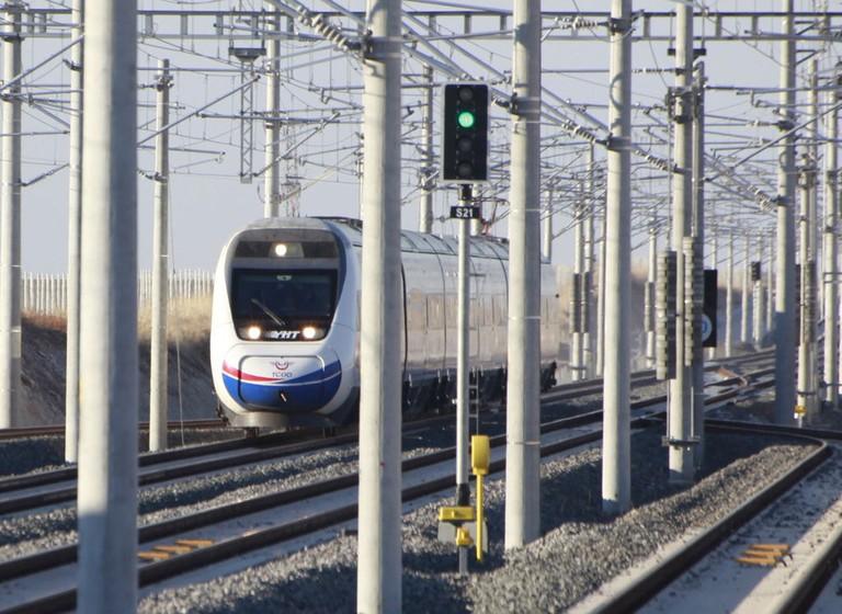 1024px-TCDD_HT65000_high-speed_train