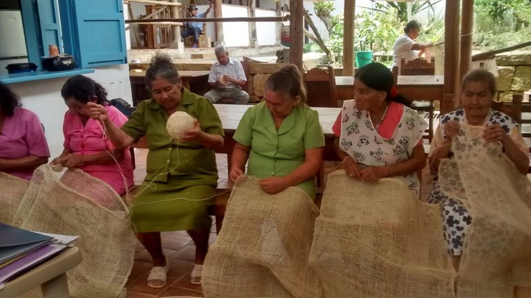Learn to weave bags from fique whilst supporting the local community