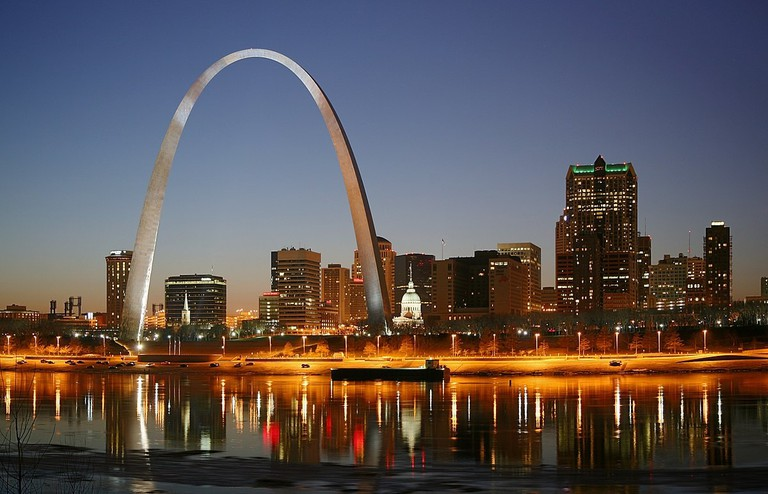 1200px-St_Louis_night_expblend