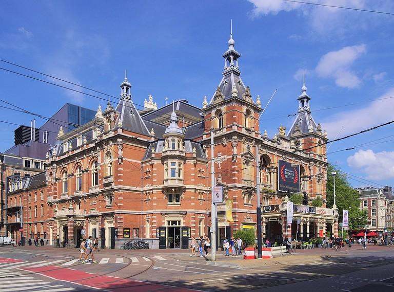 1200px-Stadsschouwburg,_Amsterdam_2333