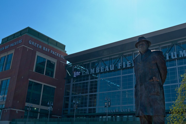 Statue of Vince Lombardi at Lambeau Field | © Phil Roeder/flickr