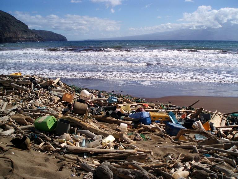 Marine debris washed up on Kaho'olawe | © NOAA Photo Library/Flickr