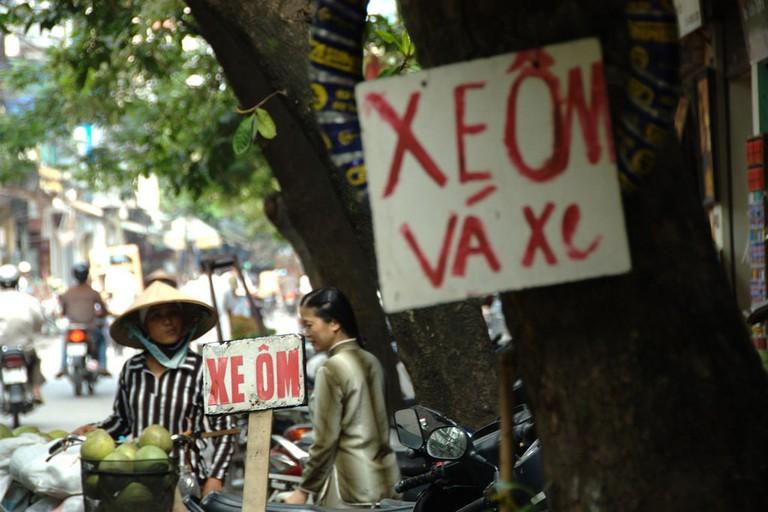 xe_om_sign_Vietnam