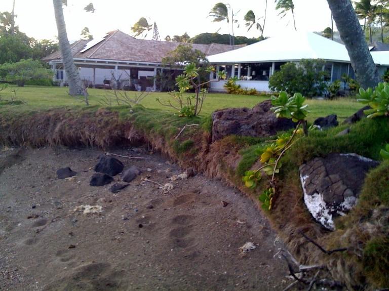 Receding shoreline in ʻĀina Haina | © Bert Kimura/Flickr