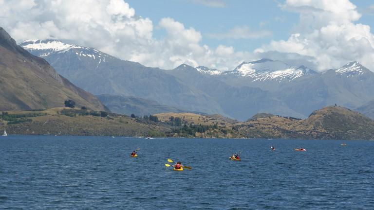 Kayakers enjoy Lake Wanaka
