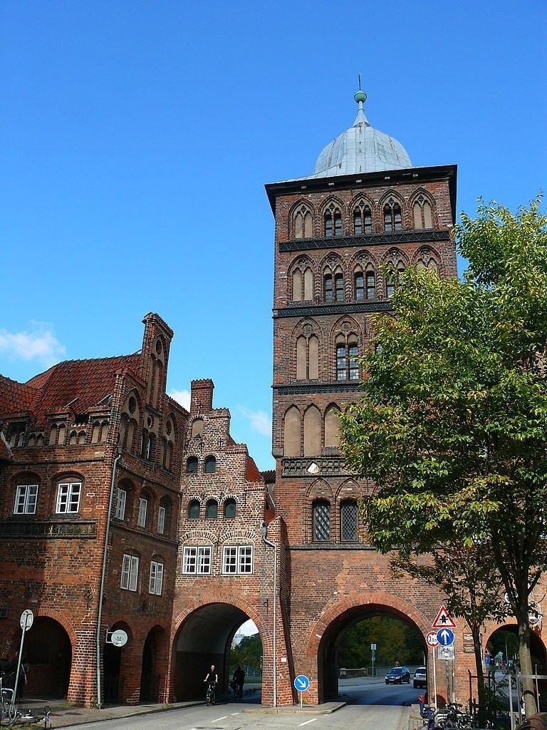 768px-Burgtor_Lübeck_Stadtseite