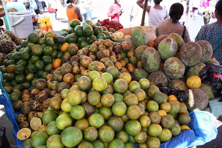 800px-Fruits_Tana_Market_MS5176