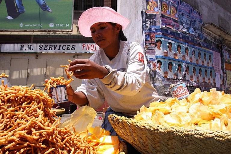 800px-Kakapizon_and_chips_food_vendor_in_Antananarivo_Madagascar
