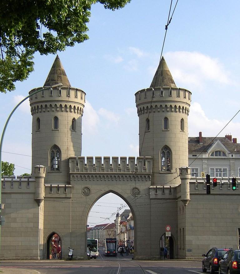 898px-Potsdam_Nauener_Tor