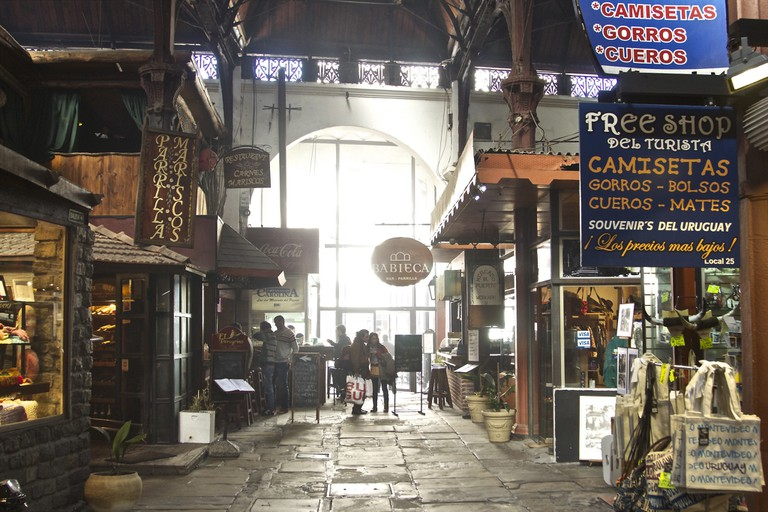Find amazing food and gifts at the market of Mercado del Puerto