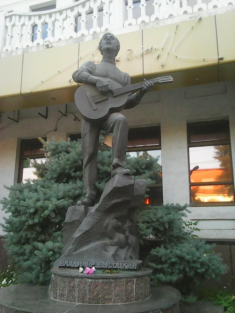 Памятник_В._Высоцкому