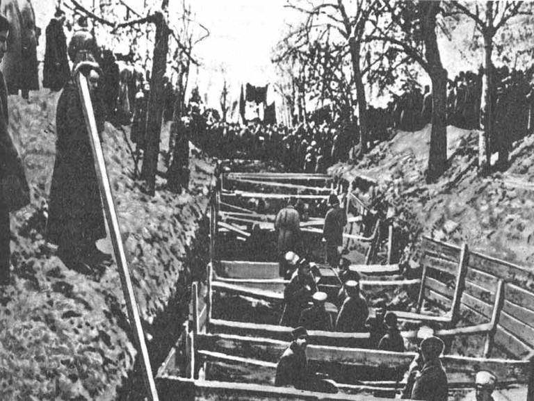 Похороны_у_кремлевской_стены_10.11.1917