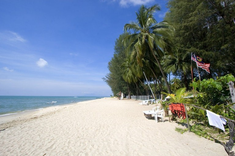 Beach on Penang Island on a sunny day, Malaysia | © Tibor Ritter / Shutterstock