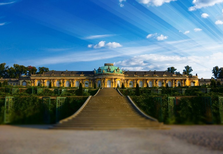 closed-sanssouci-970764_960_720
