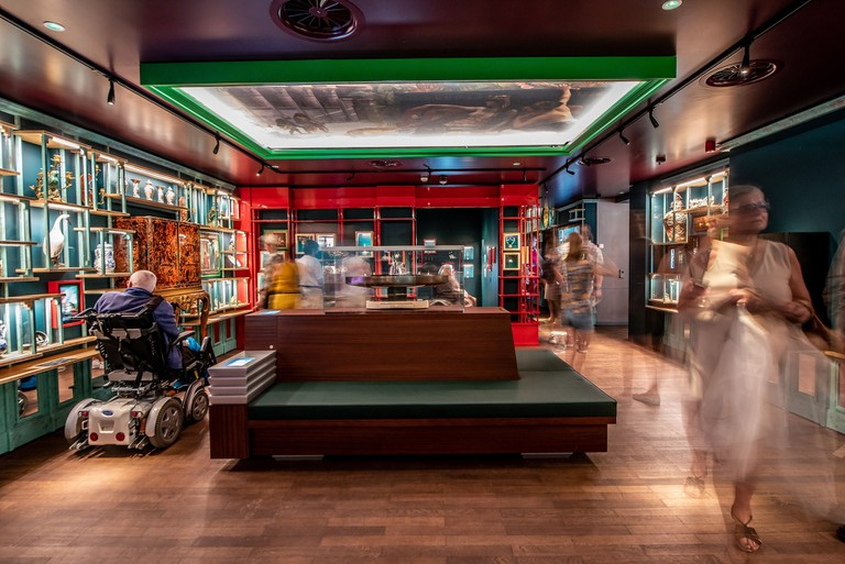 The Wunderkammer holds a collection of silverware, jewellery, precious stones and exotic curiosities like coconuts, shells and coral