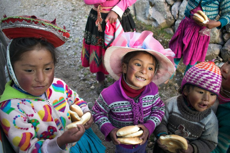Curious kids on the Lares trail