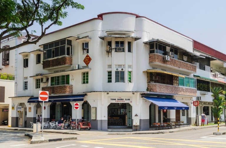 Tiong Bahru Club Singapura, a restaurant in a pre-war Streamline Moderne architectural style building, Tiong Bahru, Singapore. Image shot 2014. Exact date unknown.