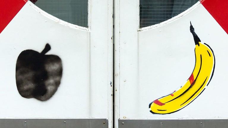 Eingangstür_Kölnisches_Stadtmuseum,_Banana_by_Thomas_Baumgärtel-0989