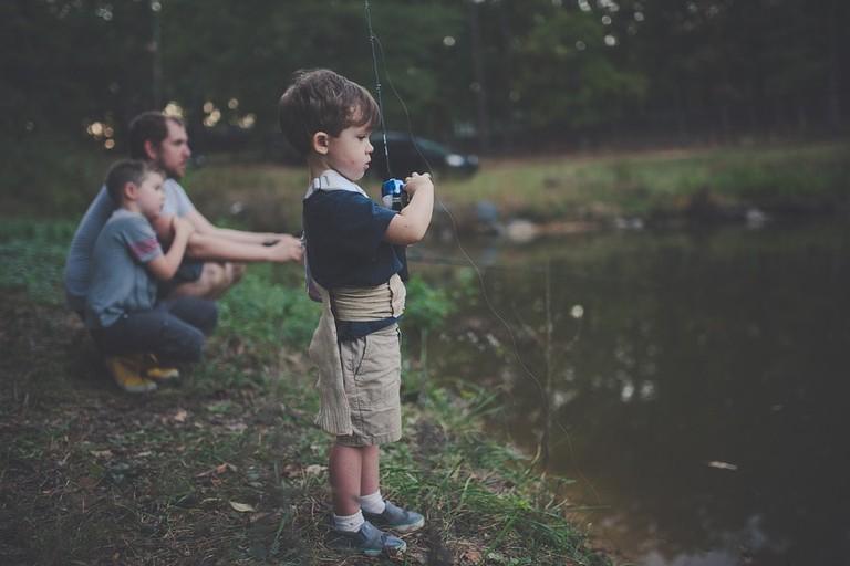 https://pixabay.com/en/bonding-boy-children-daylight-1868513/