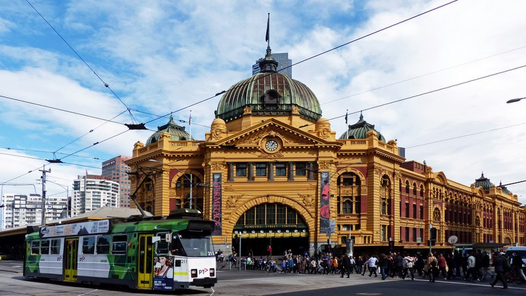 Flinders St Station in Melbourne © Bernard Spragg / Flickr