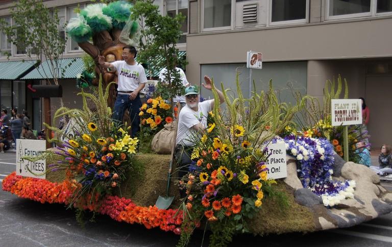 grand-floral-parade-rose-festival